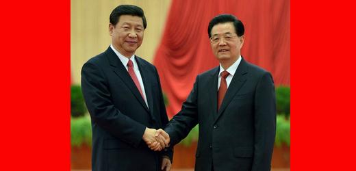 胡锦涛和习近平亲切握手