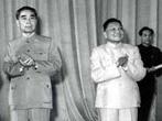 1963年,周恩来与邓小平