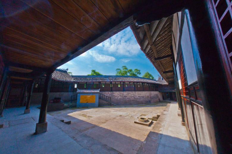 四川广安邓小平纪念馆-戏台   占地26000多平方米,综合了传统民居建筑布局的要领,集国外