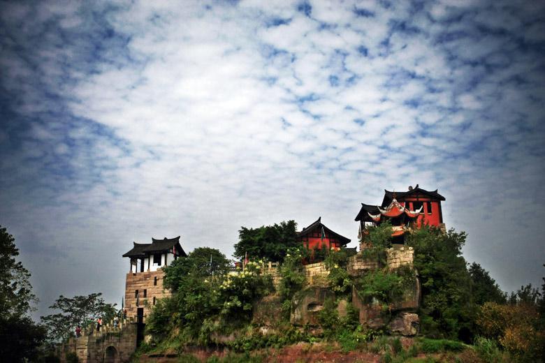 四川广安邓小平纪念馆-   地 址:广安市城区 旅游咨询:0826-2336558 门票: