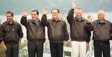 届亚太经合组织领导人非正式会议合影图片