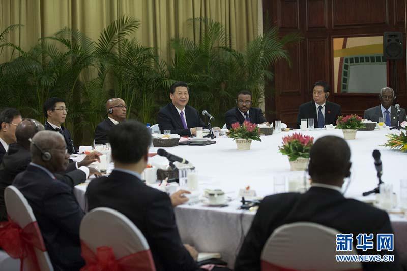 3月28日,国家主席习近平在南非德班同非洲国家领导人举行早餐会. 图片