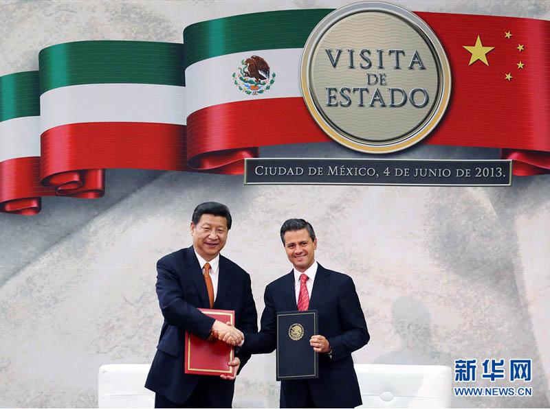 这是会谈后,两国领导人共同签署《中华人民共和国和墨西哥合众国图片