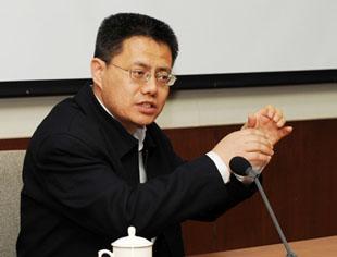 中共中央党校教授辛鸣指出,会议公报提出了全面深化改革的总目标是完善和发展中国特色社会主义制度。全面深化改革的总目标让人振奋。