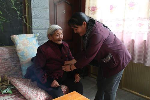 德吉梅朵:母亲教我们珍惜幸福生活