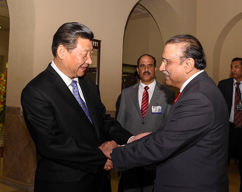人民党联合主席扎尔达里等巴基斯坦各主要党派领导人.新华社记者 图片