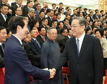 俞正声会见中华海外联谊会代表