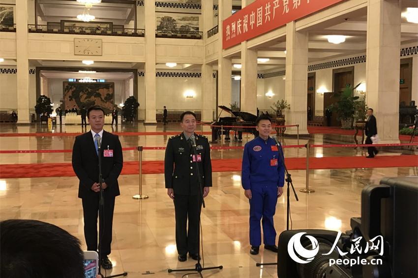十九大代表景海鹏、唐嘉陵、赵宏博接受记者采访