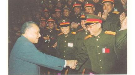1988年12月,邓小平接见参加中央军委扩大会议的代表
