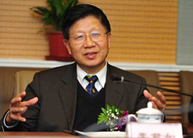 李君如中央党校原副校长以更加昂扬的精神状态完成决胜全面建成小康社会任务。[阅读]