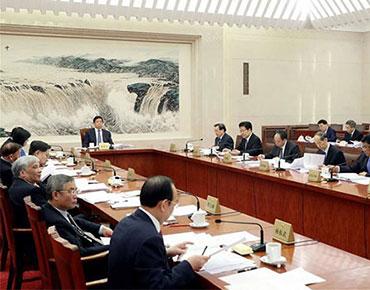 栗戰書主持全國人大常委會第二次委員長會議