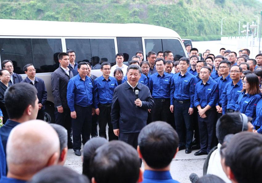 4月24日下午,中共中央总书记,国家主席,中央军委主席习近平来到三峡