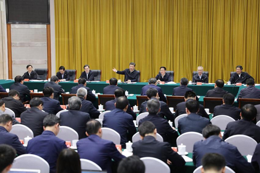4月26日下午,中共中央总书记,国家主席,中央军委主席习近平在武汉主持