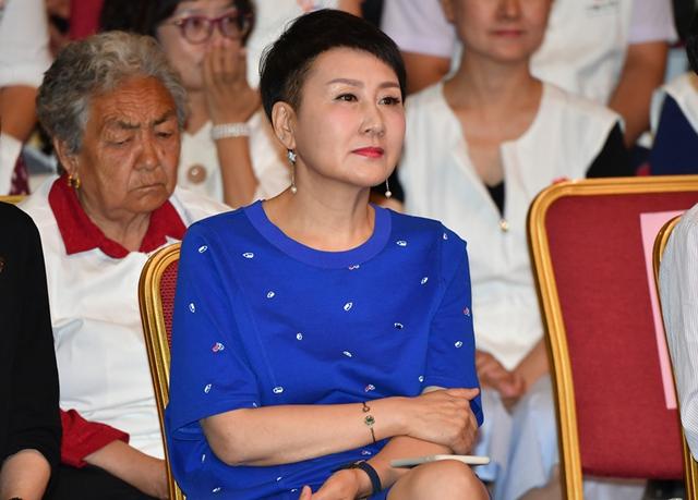 巾帼志愿服务活动宣传大使张凯丽出席活动