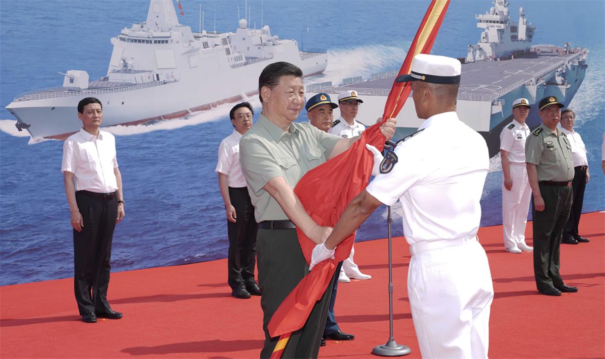 �近平出(chu)席海�三型主�鹋�艇集中交接入列活��