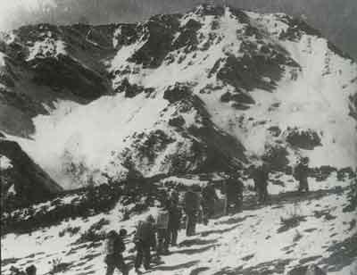大雪山 夹金山/红军爬雪山时的情景