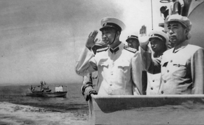 周恩来检阅海军北海舰队