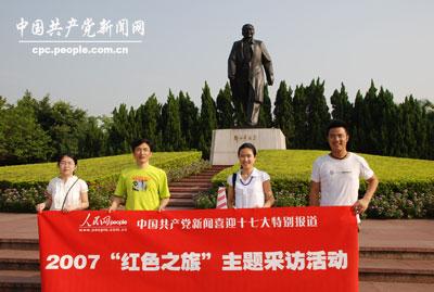 位于深圳莲花山公园的邓小平雕像