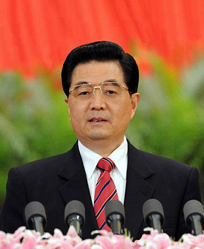 10月15日,中国共产党第十七次全国代表大会在北京人民大会堂隆重开幕。胡锦涛代表第十六届中央委员会作报告。 新华社记者李学仁摄