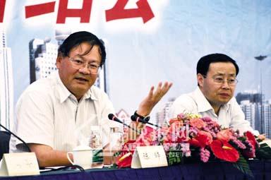 陈辞徐唐先接受国内网络媒体及香港媒体采访--