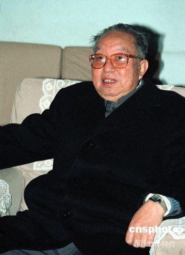 华国锋在毛主席纪念堂--中国共产党新闻--中国