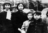 贺自珍与李敏同贺怡的孩子们在一起