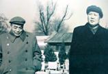 1954年,毛泽东与彭德怀在中南海怀仁堂后草坪。