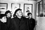 "&$<font color=\'#000000\'>&$1958年12月,彭德怀同志参观南昌""八一""起义纪念馆。&$</font>&$"