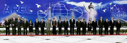第9次领导人非正式会议於2001年10月21日在中国上海举行-历届APEC图片