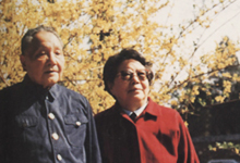 邓小平和爱人在北京玉泉山迎春
