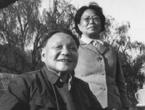 邓小平、卓琳在中南海瀛台