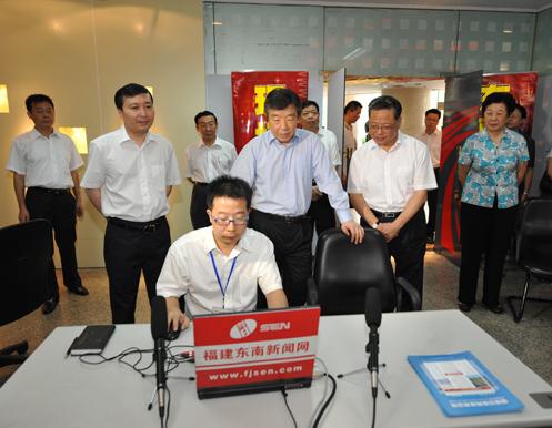 卢展工:党政领导要学会利用互联网获得信息