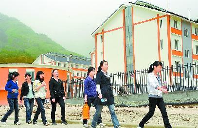 南坝镇 钢筋混凝土框架结构倒塌