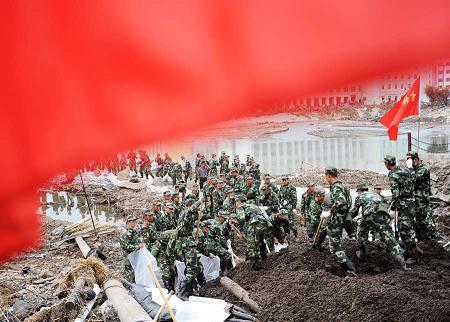 洪灾中挺起不屈的脊梁 吉林省抗洪救灾纪实 (2)